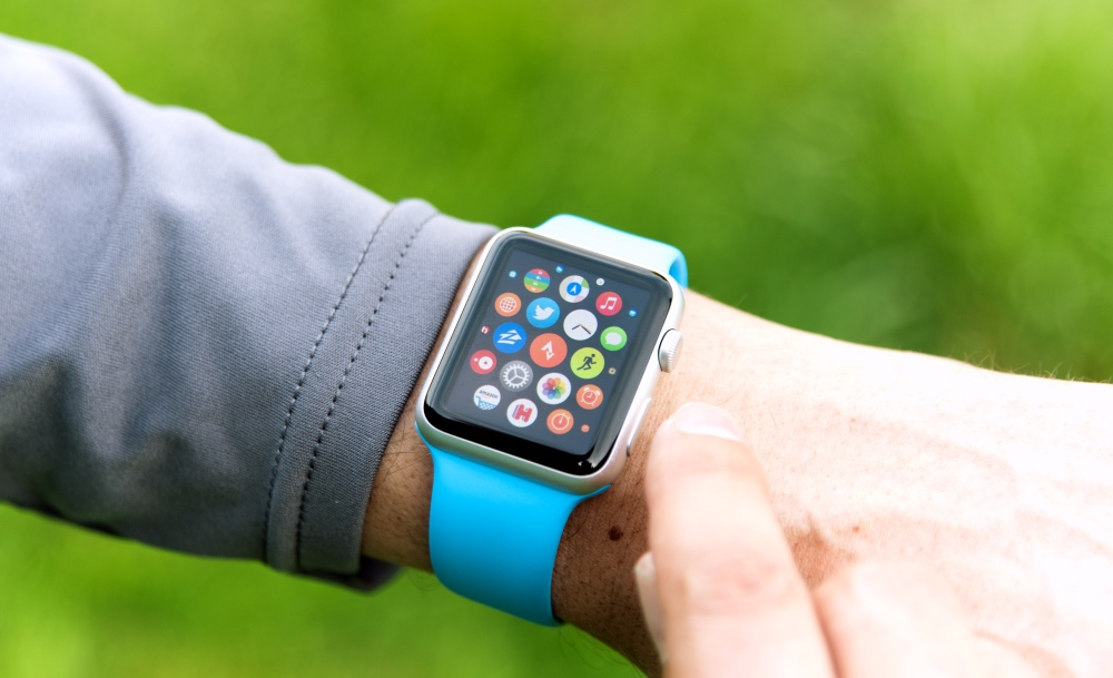 Man wearing apple watch outdoors for sports