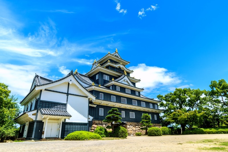 Okayama Castle is black, often called Crow Castle