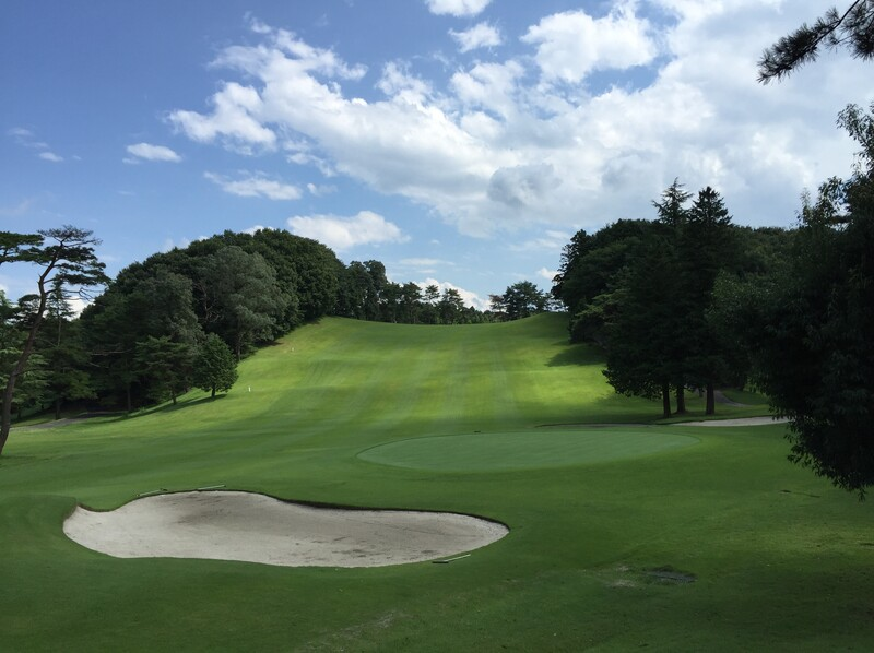 Is booking a tee time for a golf game in Japan difficult?