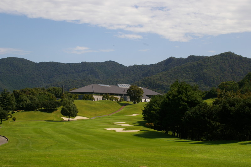 Tsutsujigaoka Country Club - Clubhouse