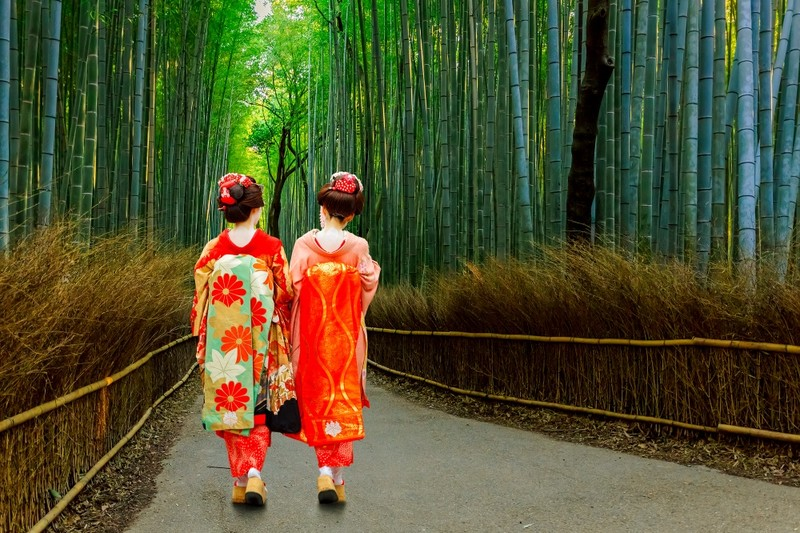 geisha in Kyoto bamboo forest